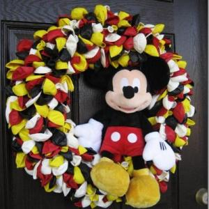 mickey-mouse-party-wreath